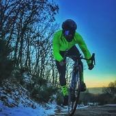 Sin miedo al frío, siempre adelante⚡ Whithout fear of cold❄️ Sense por al fred, sempre endavant By @edick_mf . . . #cycling#cyclinglife#sportlife#cyclingsocks#triathlon#triatlhete#ironman#running#runingmotivation#mtb#mtblife#mountainbike#mallorcabike